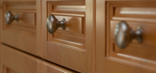 How to choose kitchen cabinet handles for Choosing hardware for kitchen cabinets