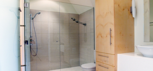 What is a Perspex Shower Screen?