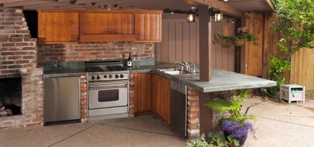 10 Best Outdoor Kitchens