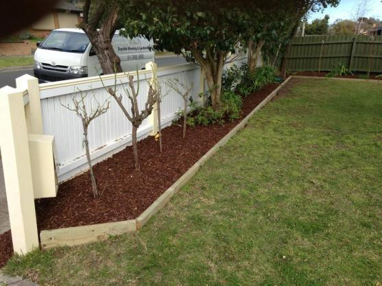 Garden Edging Ideas by Michael's Bayside Mowing & Gardening