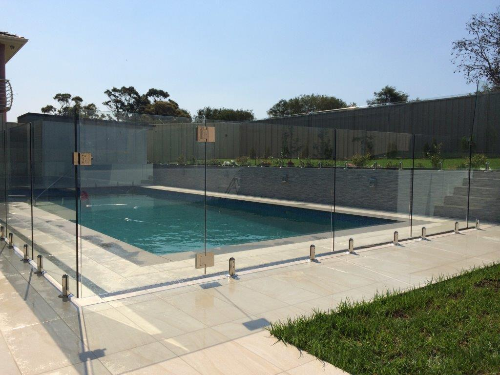 Pool fencing inspiration contemporary stainless for Inspiration pool cleaner