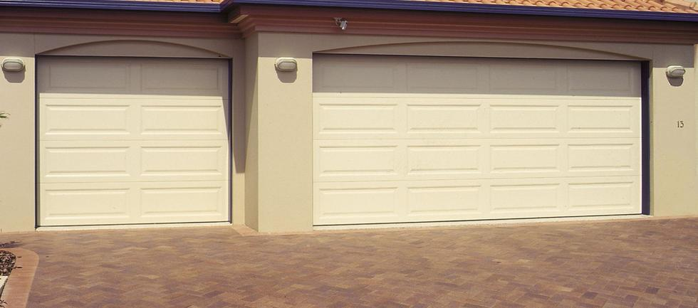 Roller door repair melbourne westmeadows paul hamilton for Garage door repairs palm coast fl