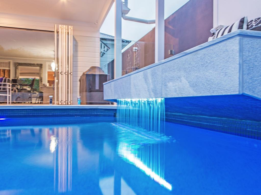 Mesmerizing swimming pool builders ipswich qld gallery for Pool builder quotes