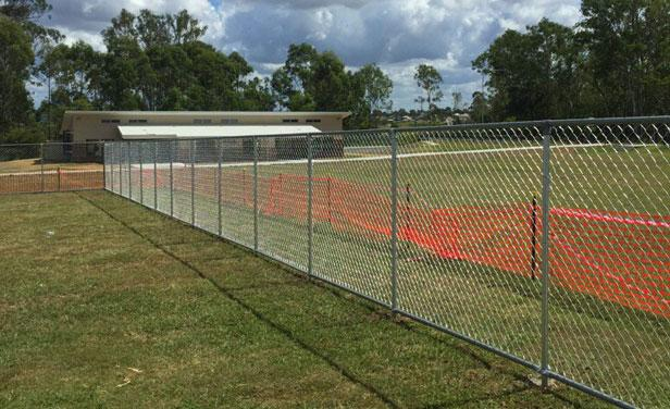 Brisbane fencing contractor willow vale peter johnson for Pool fence design qld