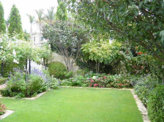 Garden design ideas get inspired by photos of gardens for Backyard landscaping pictures