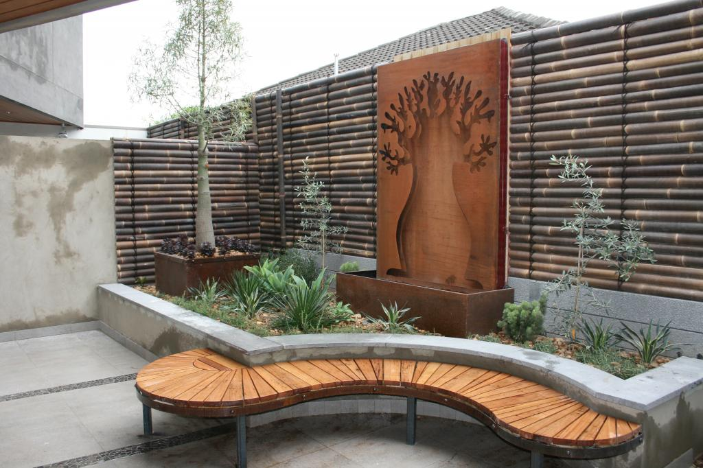 5 built in seating ideas for your outdoor space for Punch home and landscape design won t install