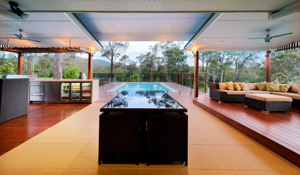10 best indoor outdoor spaces for Outdoor kitchen designs australia