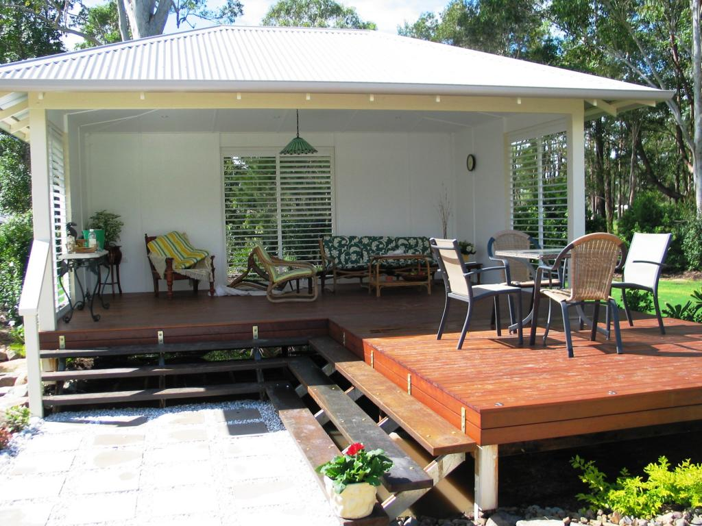 Elevated Decking Ideas by Tom Robinson Living Landscapes