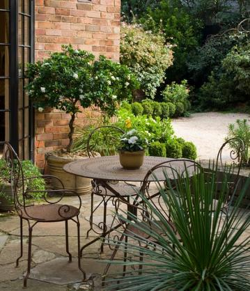 Outdoor Living Ideas by Lisa Ellis Gardens