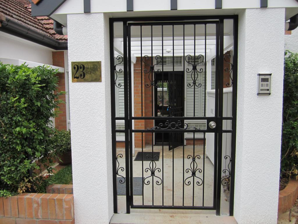 Security screens fencing gates and doors windsor for Door to gate kontakt