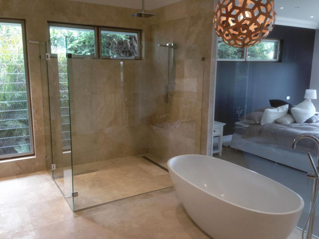 Ensuite bathroom inspiration glass distinction for Ensuite design ideas