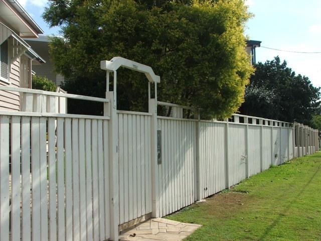Fence fences californian tudor bungalow 1920 1940 Tudor style fence