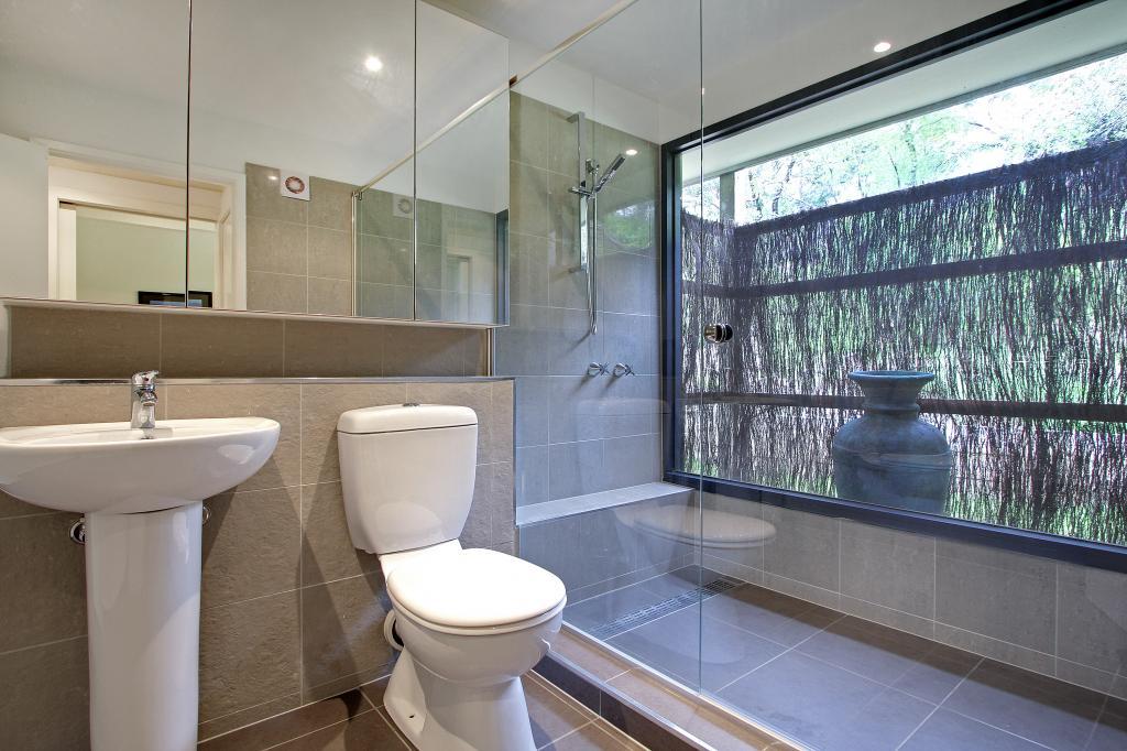 How to create an outdoor bathroom garden