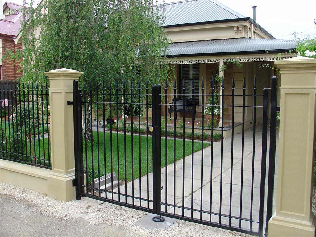 Fences fences californian tudor bungalow 1920 1940 Tudor style fence