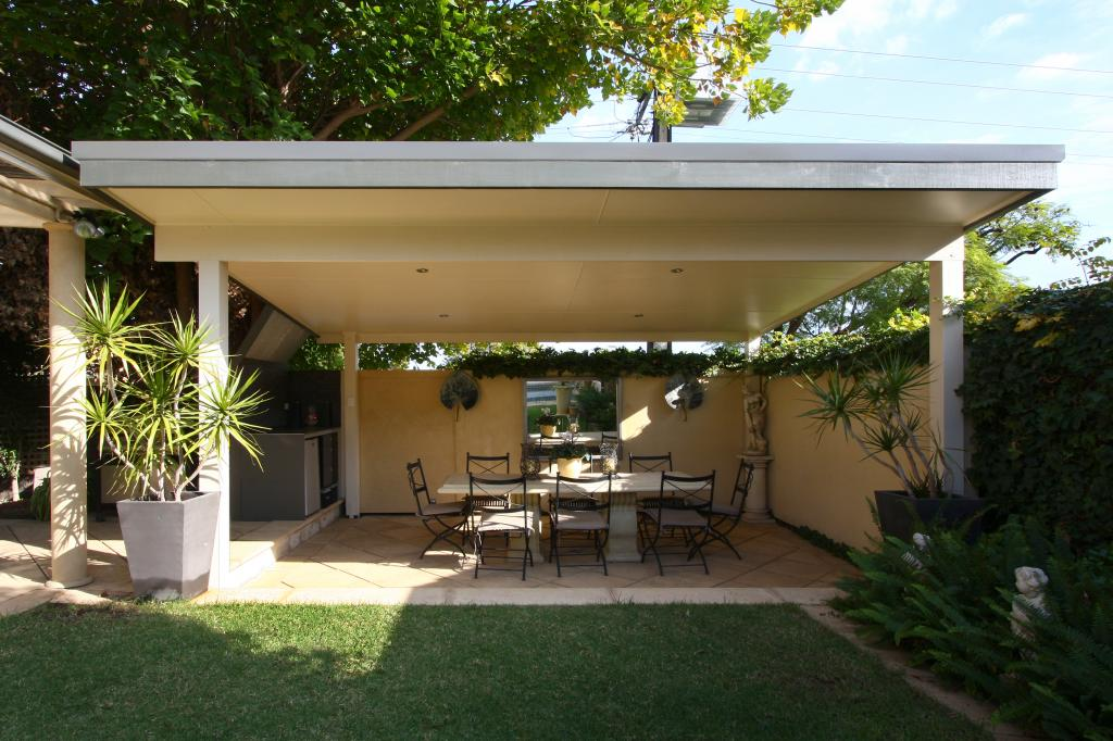 Pergola outdoor living aluminium pergolas patios for Backyard design ideas australia