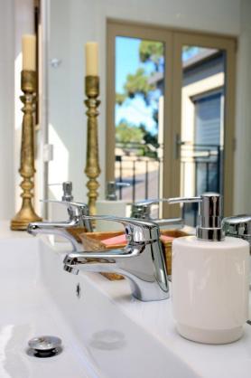 Bathroom Tap Ideas by Archertec Interiors Pty Ltd