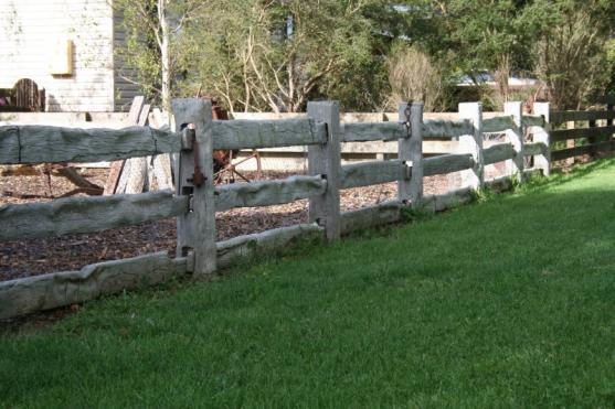 Fence Designs by Mulga Products Australia & Black Stump Pavers & Blocks