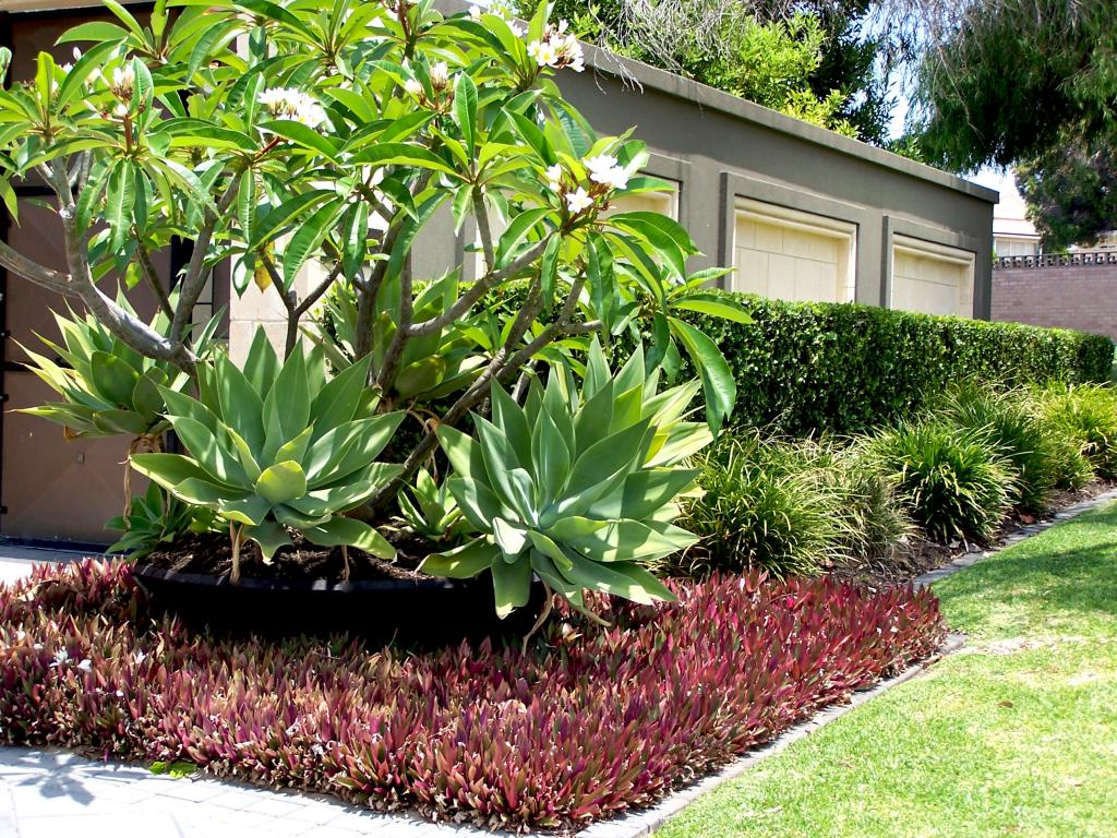 Top 10 landscaping ideas for 2014 for Garden bed ideas for front of house australia