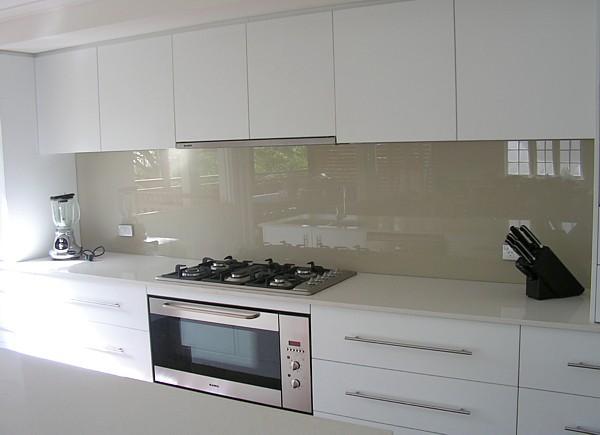 Style ideas kitchens glass splashbacks decoglaze for Splashback kitchen designs