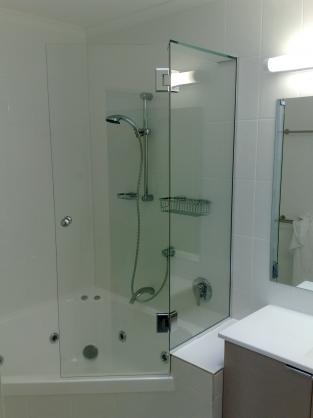 Bath Shower Combo Ideas By Coast Hinterland Glass Aluminium