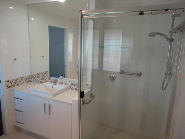 Get inspired by photos of bathrooms from australian for Bathroom ideas queensland