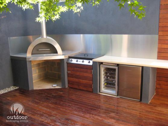 Outdoor kitchen design ideas get inspired by photos of for Outdoor kitchen wall ideas