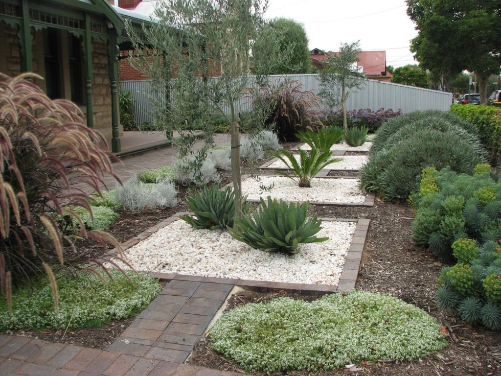 Style ideas gardens mediterranean garden design by for Australian garden designs pictures
