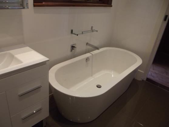 Get inspired by photos of bathrooms from australian for Bathroom remodel under 2000