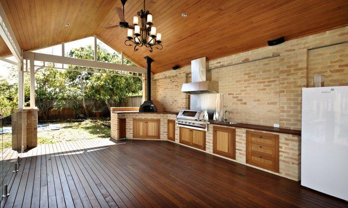 Outdoor inspiration outdoor kitchens landscaped lawn for Outdoor kitchen australia