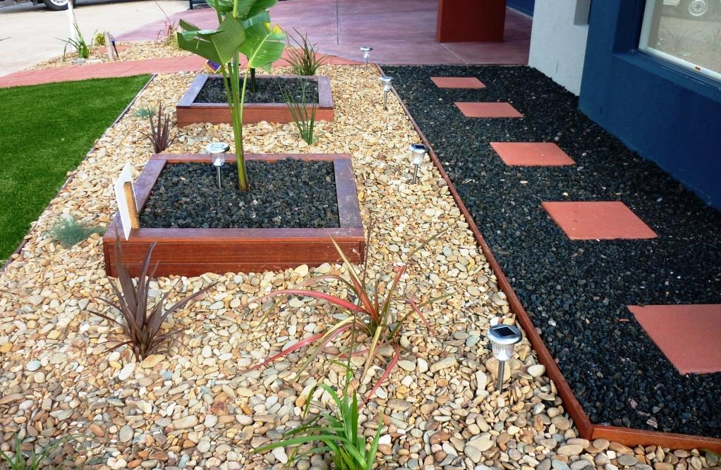 Pam s front yard gardens landscaping affordable for Front yard garden designs australia