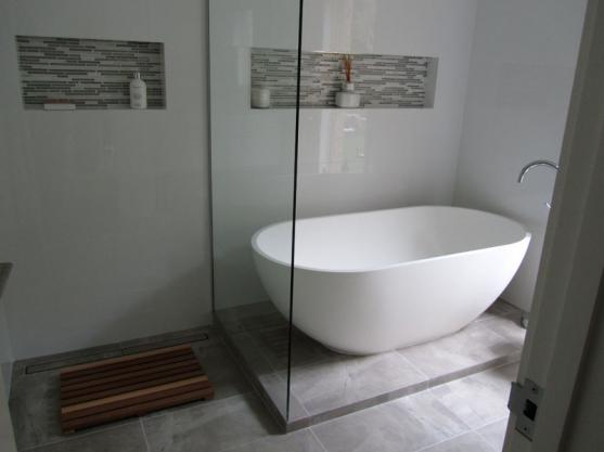 Bath Designs  by Claygent Home & Building Maintenance