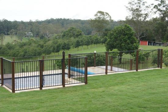 Fences inspiration twist landscape construction for Landscape construction adelaide