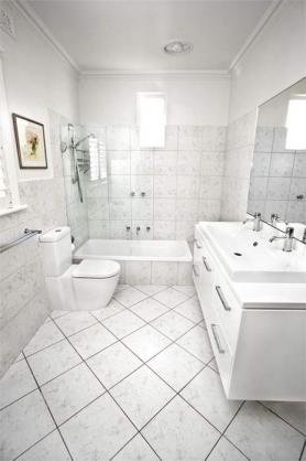 Get inspired by photos of bathrooms from australian for Bathroom ideas adelaide