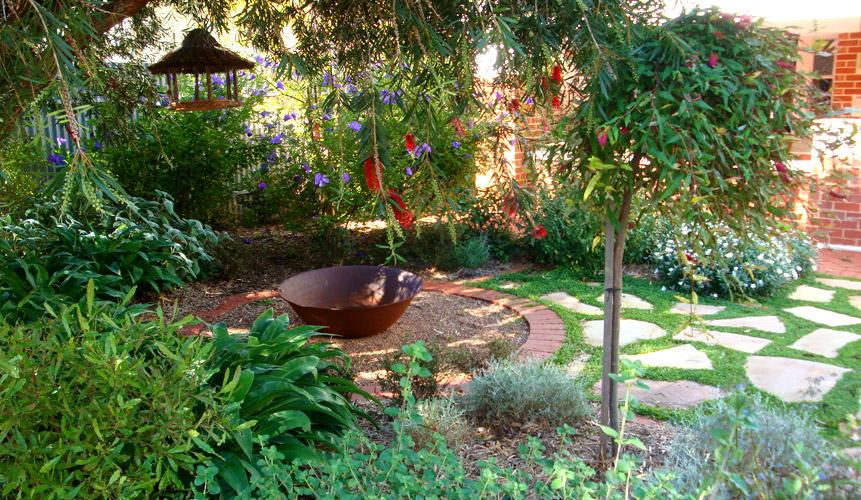 Gardens inspiration caroline dawes gardens australia for Backyard design ideas australia