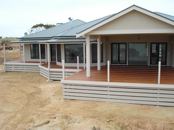 Timber deck design ideas get inspired by photos of for Homes with verandahs all around