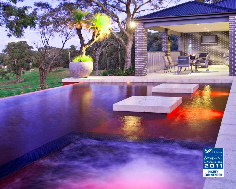 Pool lights inspiration aquacon pools and landscaping for Inspiration pool cleaner
