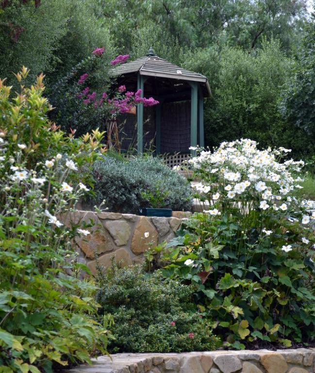 Gardens inspiration sticks n stones garden design for Sticks and stones landscaping