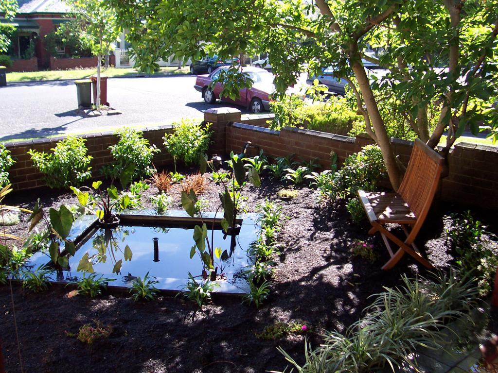 Water features inspiration gardens by simon watkins for Garden features australia