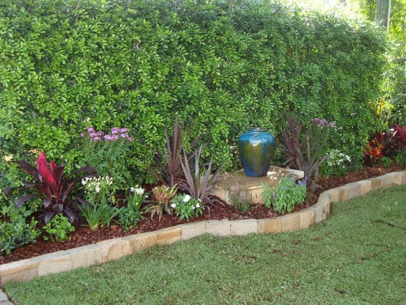Style ideas gardens paving tiling and garden edging for Garden bed designs australia