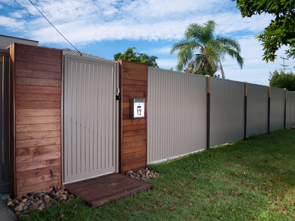 Fencing Ideas Colorbond Fencing Fencing Kawana