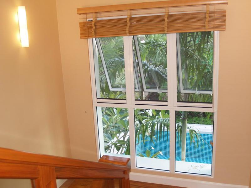 Retractable fly screens for doors windows retractable for Retractable window fly screens