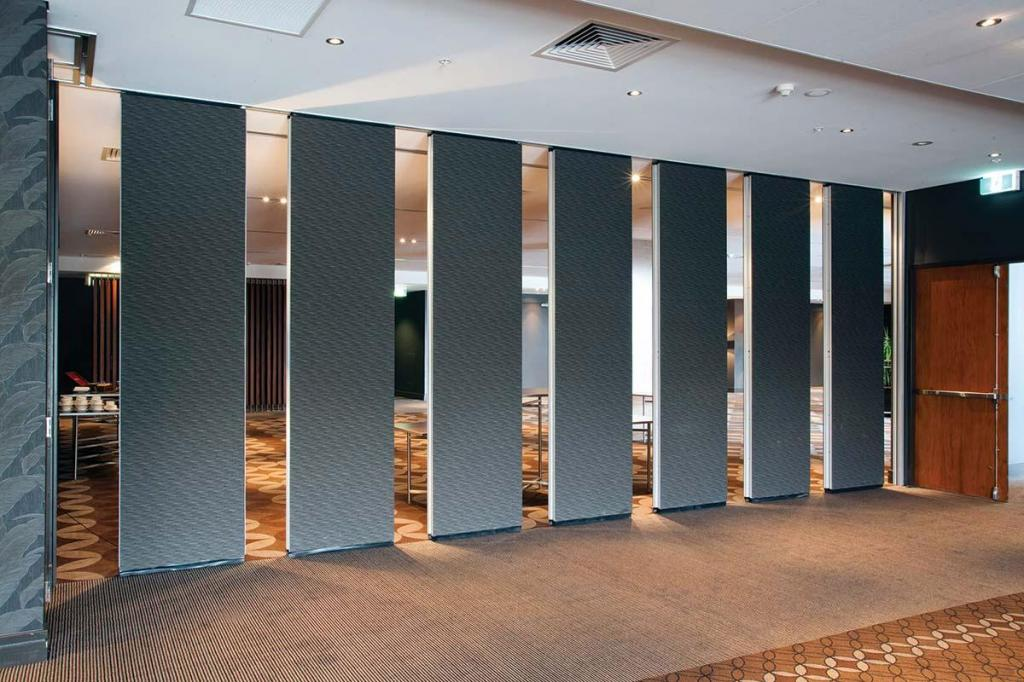 Operable walls acoustic operable walls galleries for Acoustic folding partitions