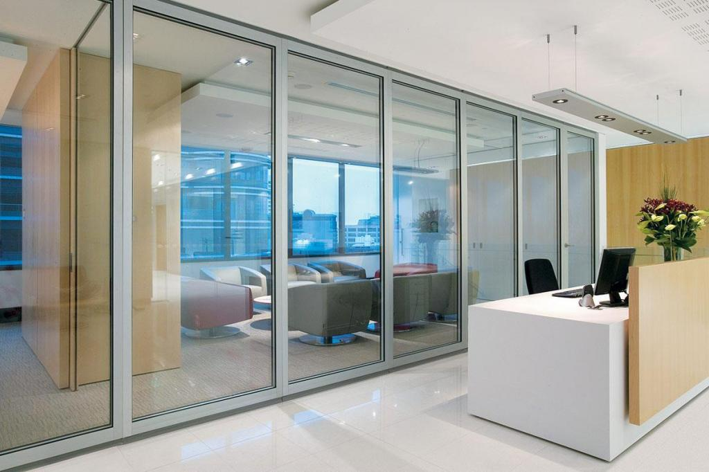 Opera internal acoustic glass operable walls galleries for Lotus operable walls