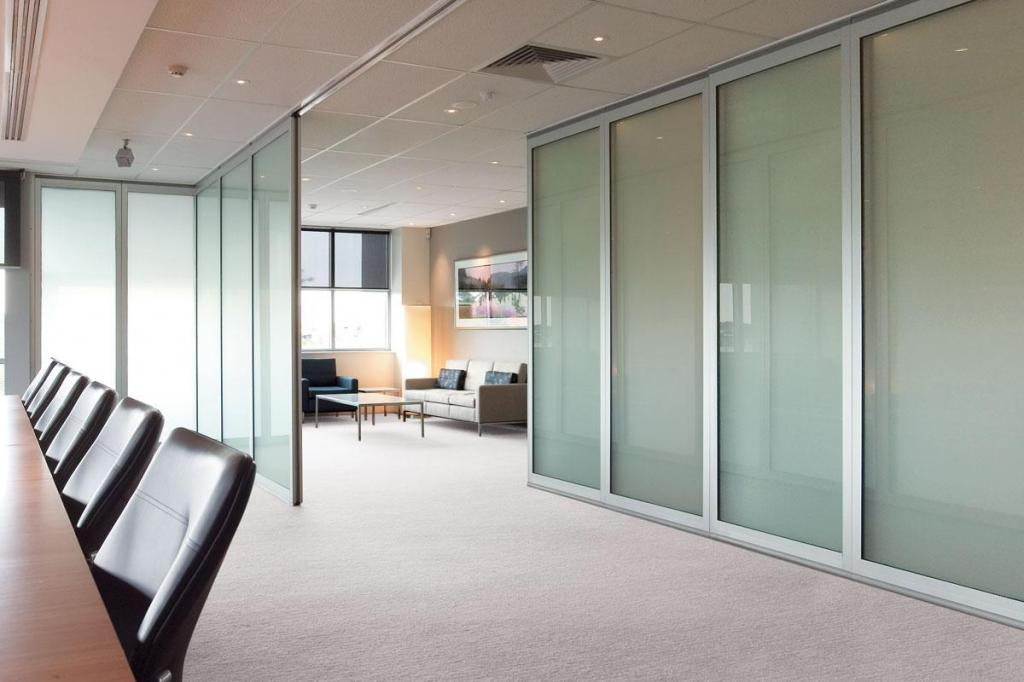 Opera internal acoustic glass operable walls galleries for Acoustic folding partitions