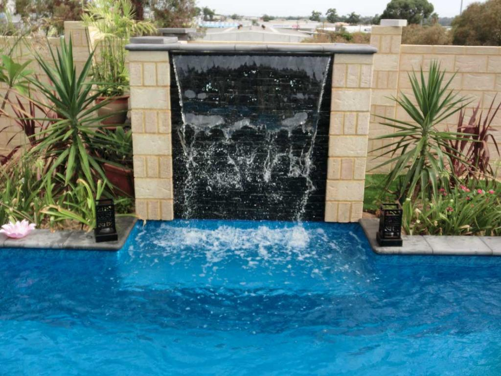 Backyard Pools Amp Landscapes Water Features Quinns