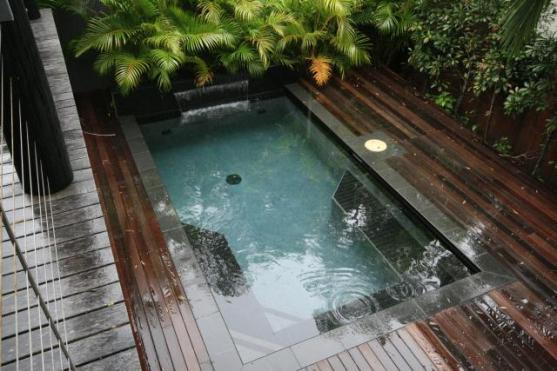 Pool design ideas get inspired by photos of pools from for Plunge pool design uk