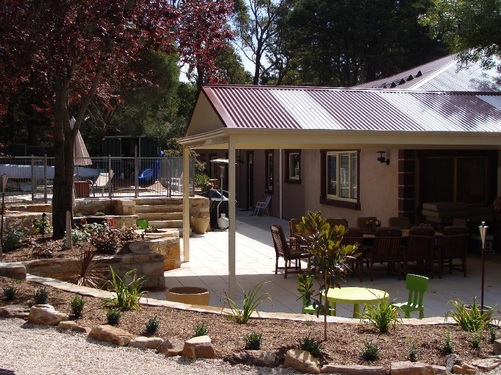 Get inspired by photos of outdoor living from australian for Outdoor garden designers adelaide