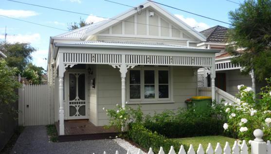 House Exterior Design by Allan Hoult Building