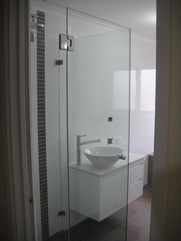 Frameless Shower Screens Calwell Australian Capital
