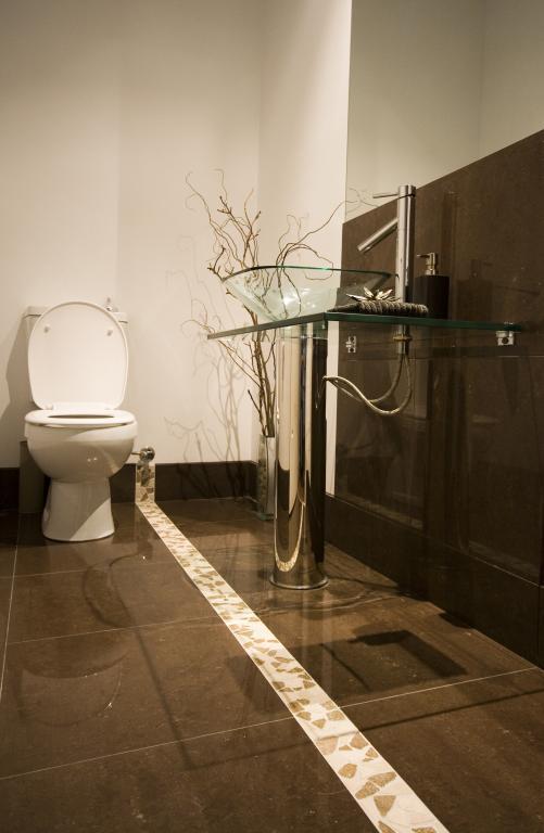 Bathroom Tile Design Ideas by Modern Bathrooms